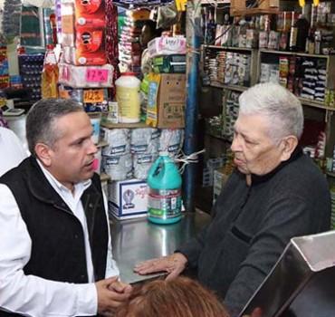 Acude Gustavo Torres a mercados municipales a dialogar con oferentes
