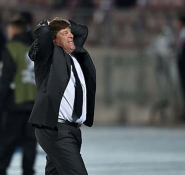(FILE) Mexico's coach Miguel Herrera gestures during the Copa America football championship match against Chile, in Santiago, on June 15, 2015. The Mexican Football Federation sacked Herrera as coach of the national team on July 28, 2015 a day after he was accused by journalist Christian Martinoli of TV Azteca of punching him at an airport. Martinoli, who had been critical of Herrera during Mexico's run to a seventh title in the biennial North American football championship, said the coach punched him in the neck after threatening him in the security line. Herrera, however, denied striking Martinoli, admitting only to pushing him.  AFP PHOTO / RODRIGO ARANGUA