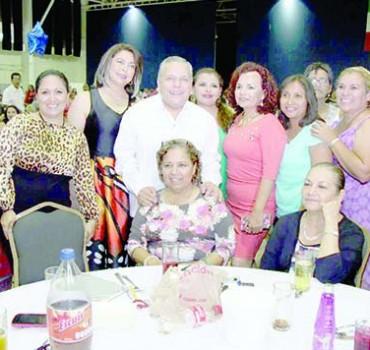 Celebra el ayuntamiento porteño al magisterio de Tampico por el Día del Maestro