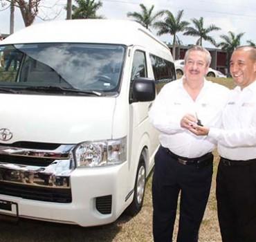Rector entrega proyecto para parque urbano de Tampico