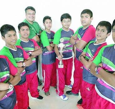 EUM20160708DEP01.JPG CIUDAD DE MÉXICO Basketball/Basquetbol-Triquis.- La academia de basquetbolistas triqui, actualmente, está compuesta de dos mil niños.Sergio Zúñiga fue el iniciador del proyecto. Foto: Agencia EL UNIVERSAL/JMA