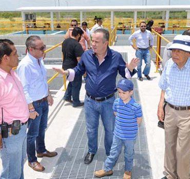 Alcalde supervisa construcción de planta potabilizadora
