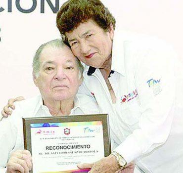 Homenaje al doctor Salvador Salazar Arreola