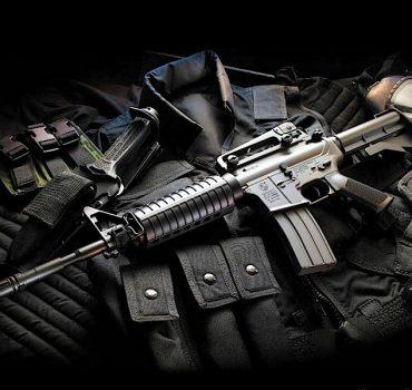 Evaden ir a prisión  detenidos con armas