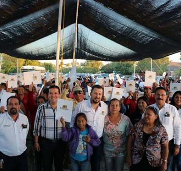 Legalizan predios de 450 familias